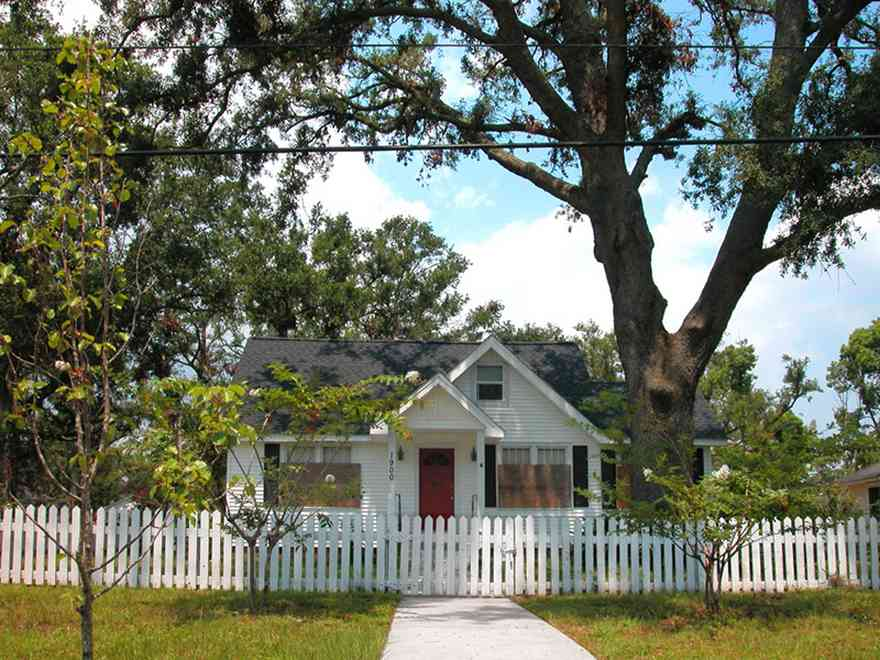 08-15-05-East-Hill-E-Mallory-St_01+WEB.jpg:  white picket fence, cottage, front porch, neighborhood, historic home,
