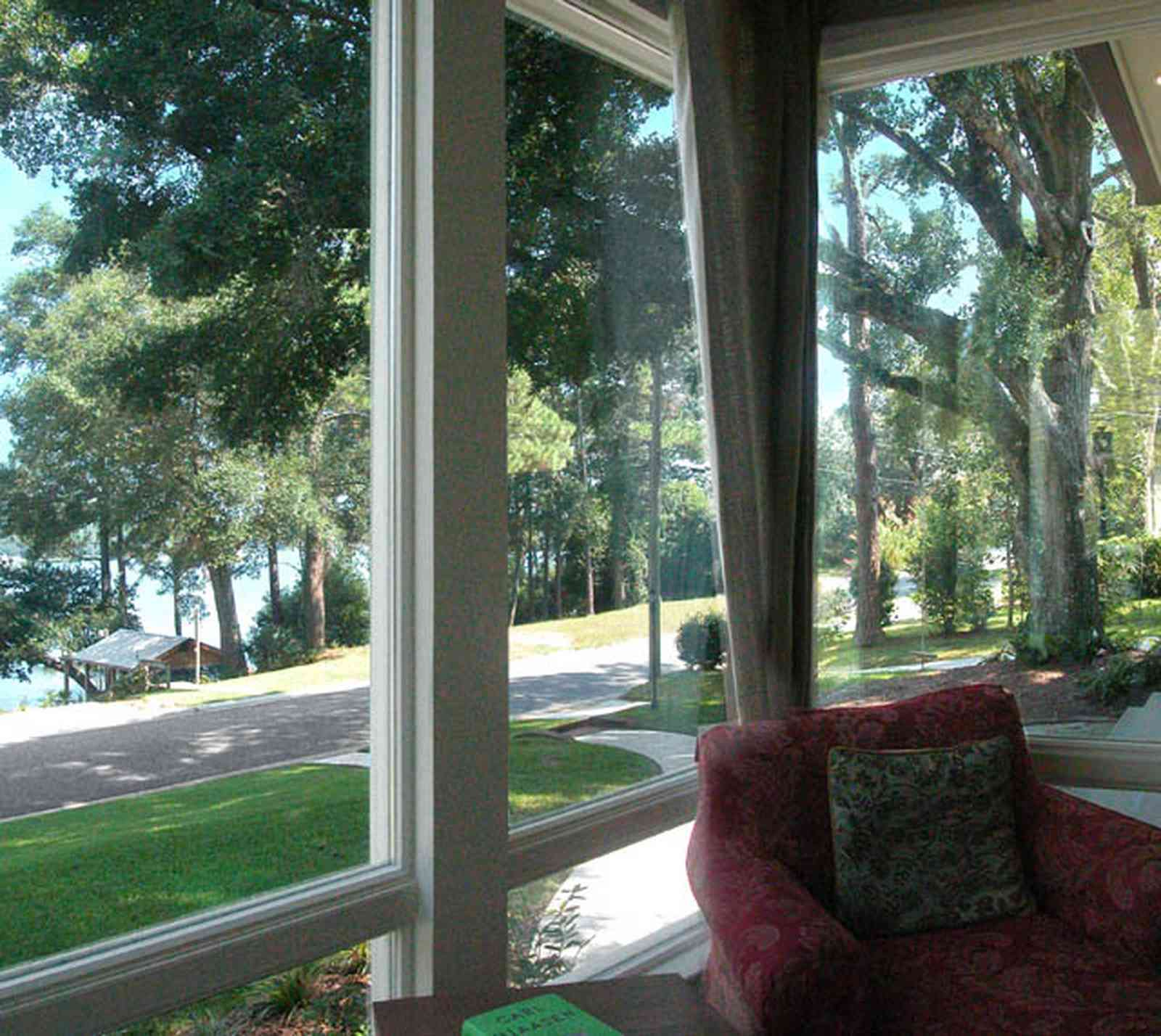 East-Hill:-2109-Whaley-Drive_07.jpg:  bayou texar, front room, porch, oak tree, green lawn, easy chair