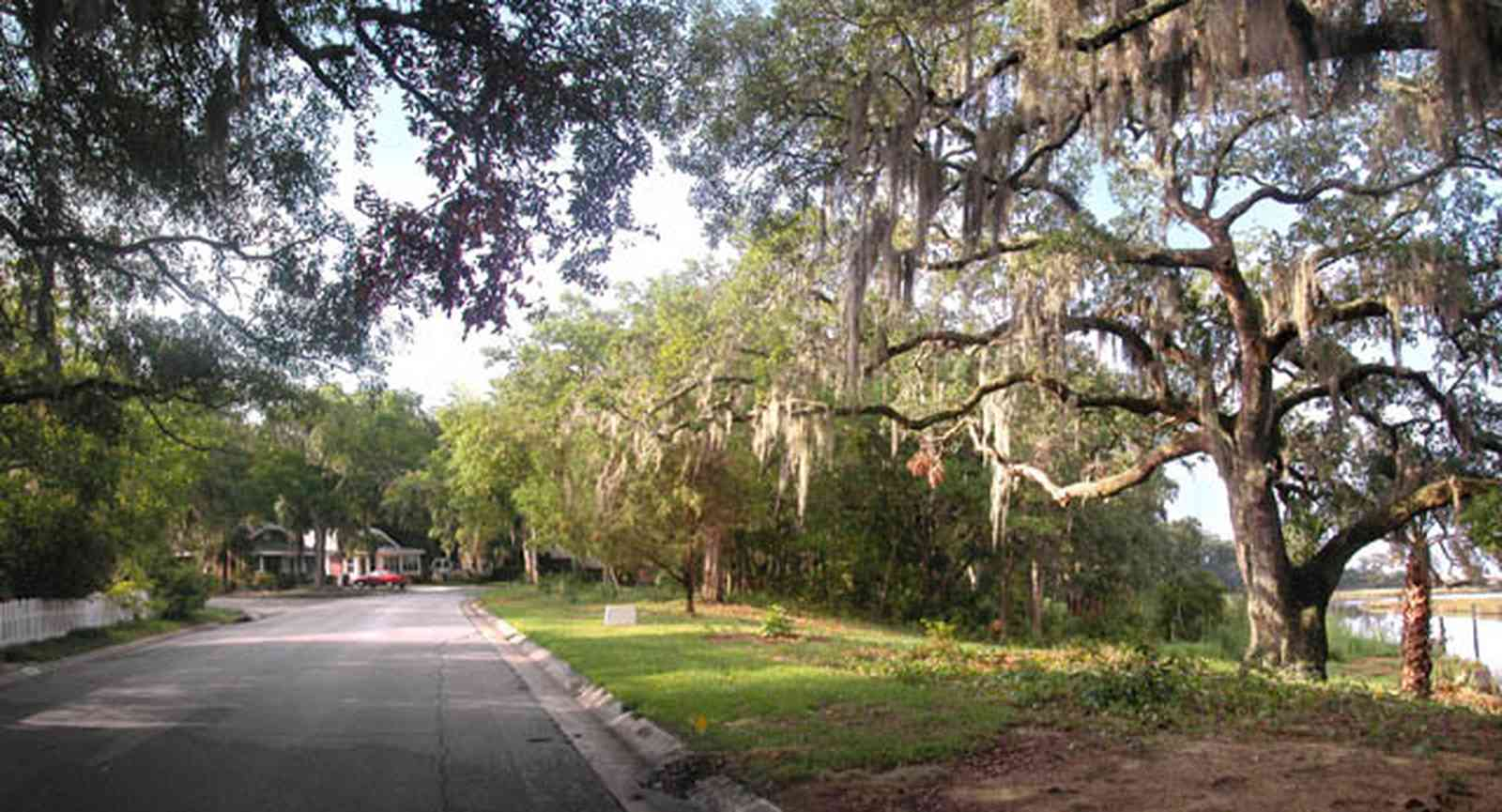 East-Pensacola-Heights:-118-Bayou-Blvd_10.jpg:  bayou texar, oak tree, park, pensacola bay