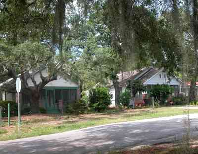 East-Pensacola-Heights:-2900-Jackson-Street_02.jpg:  craftsman cottage, oak tree, spanish moss, chain link fence, front porch