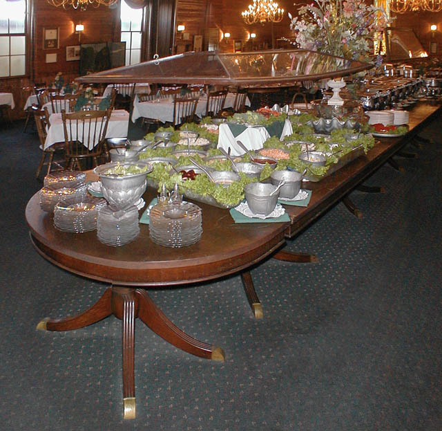 Brilliant  table, restaurant, chandelier, leaded glass doors, duncan phyfe table 640 x 623 · 95 kB · jpeg