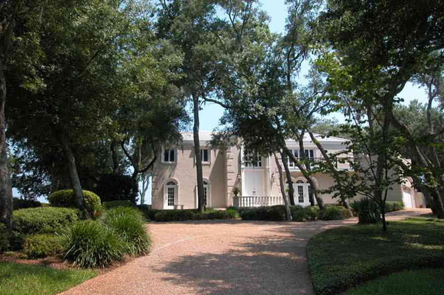 Gulf-Breeze:-508-Kenilworth-Drive_05-copy.jpg:  italienate architecture, circular driveway, oak trees, stucco facade