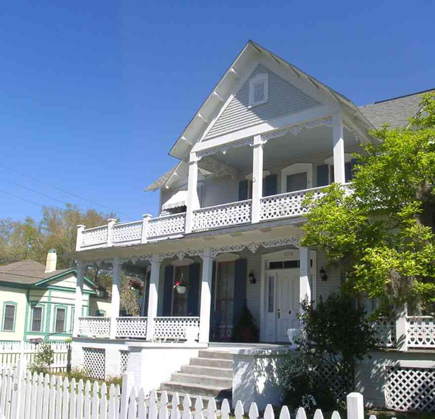 Milton:-Historic-District:-104-Berryhill-Street_02.jpg:  folk victorian home, picket fence, shutters