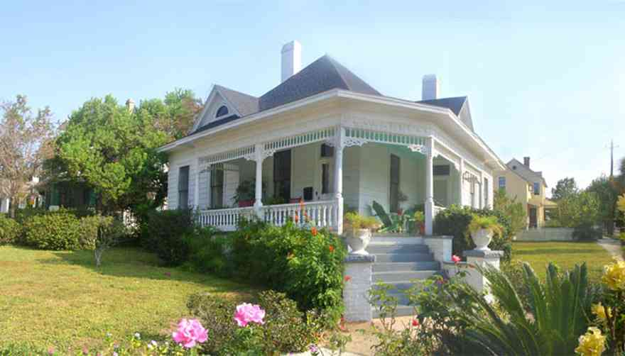 North-Hill:-1000-Reus-Street_E_13.jpg:  victorian house, rose garden, alabama square, north hill preservation district