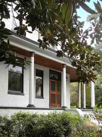 North-Hill:-304-West-Gadsden-Street_04.jpg:  columns, stucco walls, picket fence, magnolia tree, north hill preservation district
