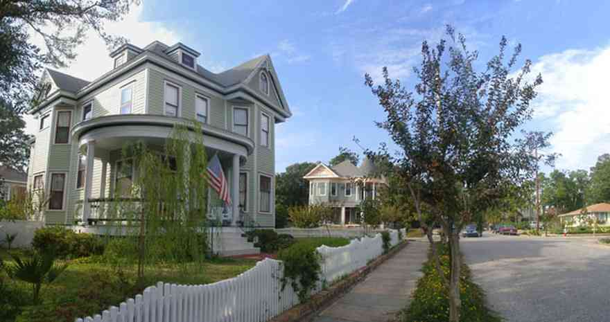 North-Hill:-915-North-Spring-Street_01.jpg:  queen anne architectural style, picket fence, north hill preservation district