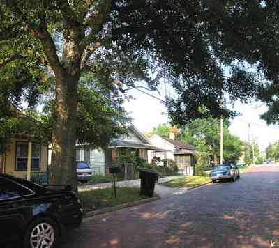 Old-East-Hill:-415-La-Rua-Street_03.jpg:  craftsman cottage, brick street, driveway, oak trees, front porch, chain link fence