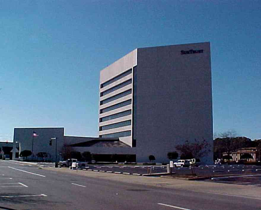 Pensacola:-Downtown:-Sun-Trust-Bank_02.jpg:  office building, bank building, corporate headquarters, office tower