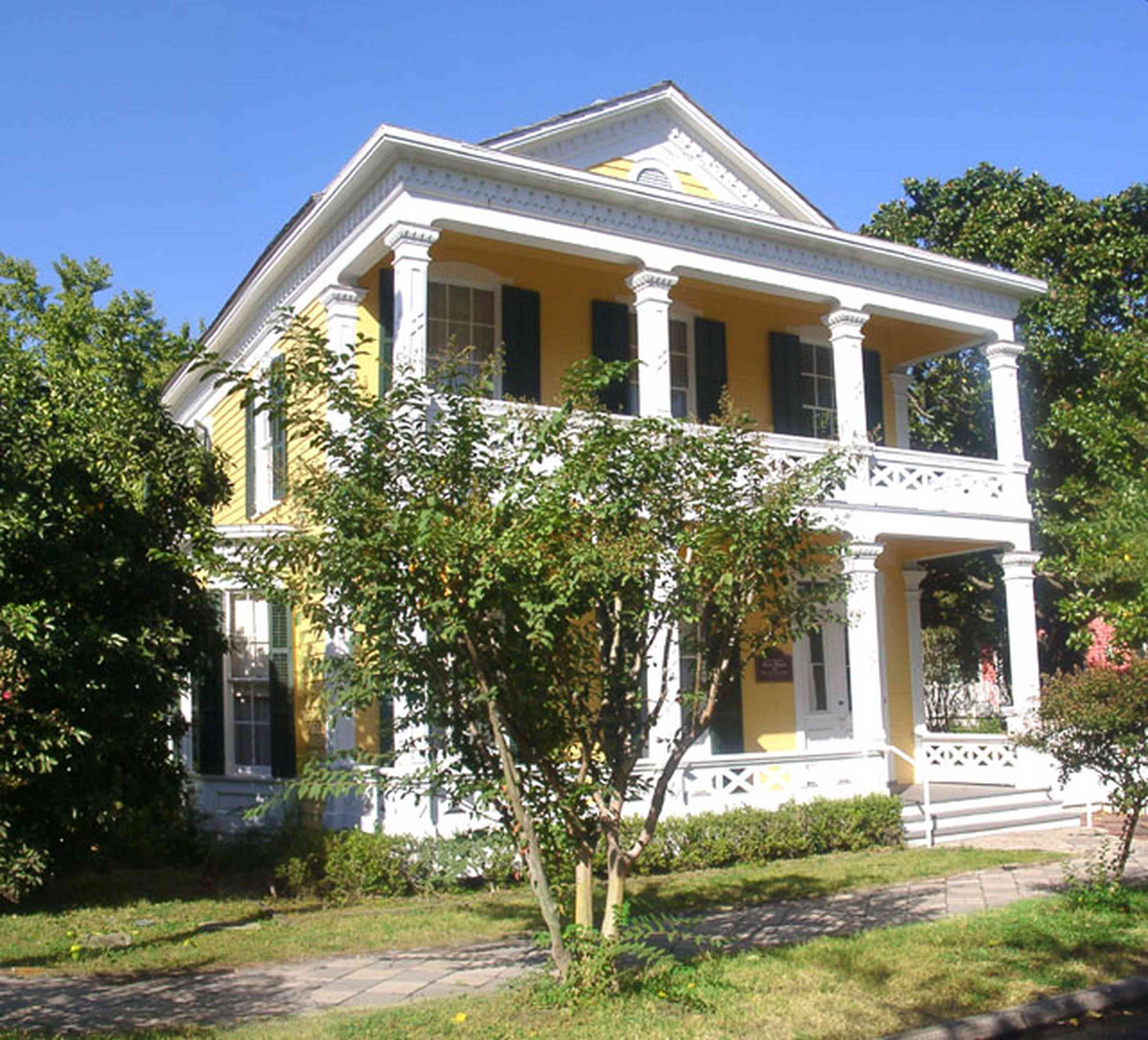 Pensacola:-Historic-Pensacola-Village:-Dorr-House_02.jpg:  greek revival architecture, seville square