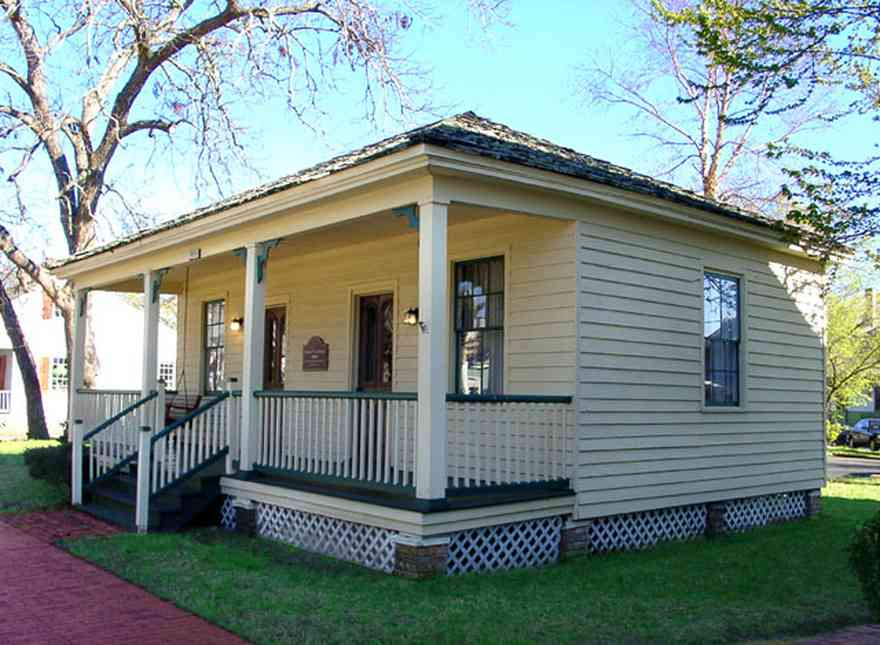 Pensacola:-Historic-Pensacola-Village:-The-Weavers-Cottage_01.jpg:  gulf coast cottage, victorian house, ballon frame construction, historic village, museum building, brick sidewalk, pyramidal roof design