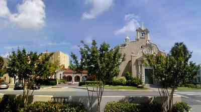 Pensacola:-Palafox-Historic-District:-Christ-Church_01.jpg:  episcopal church, bell tower, spanish revival architecture, crepe myrtle trees, red tile roof, flower garden,