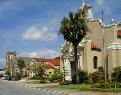 Pensacola:-Palafox-Historic-District:-Christ-Church_03.jpg:  episcopal church, bell tower, spanish revival architecture, crepe myrtle trees, red tile roof, flower garden,