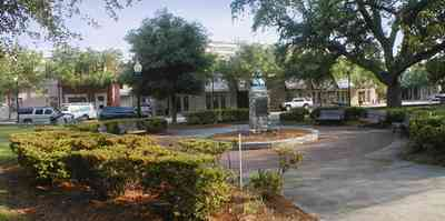 Pensacola:-Palafox-Historic-District:-Ferdinand-Plaza_01.jpg:  town square, plaza, obelisk, stone wall, oak trees, magnolia trees, historic district, courthouse, jackson's restaurant, park bench, empire building