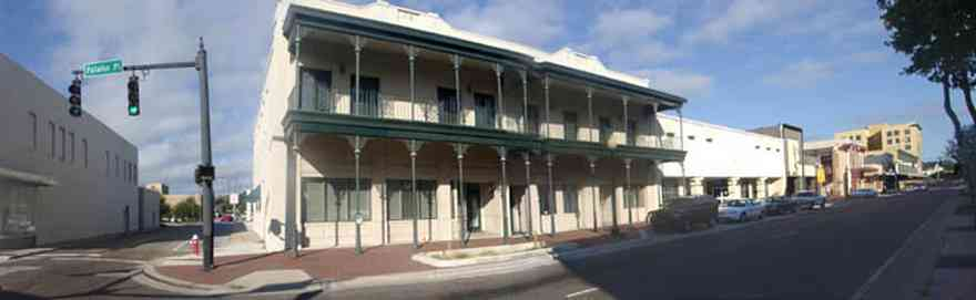 Pensacola:-Palafox-Historic-District:-Linne-Building_01.jpg:  wrought iron gallery, historic district, two-lane street