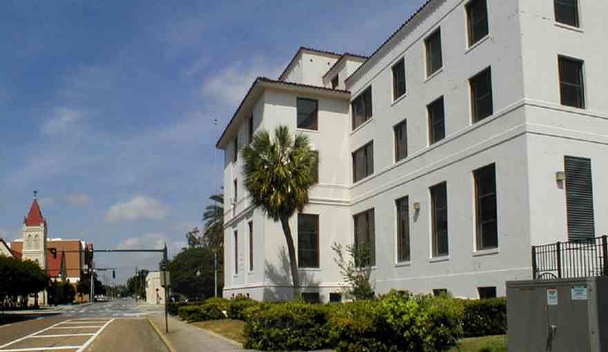 Pensacola:-Palafox-Historic-District:-Old-Federal-Courthouse_02.jpg:  courthouse, palafox street, st. michael's church, palm tree, stucco