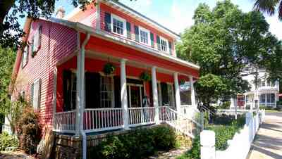 Pensacola:-Seville-Historic-District:-305-South-Adams-Street_01.jpg:  4-square georgian cottage, picket fence, porch, shutters, historic district, ,