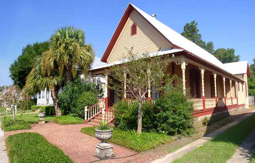 Pensacola:-Seville-Historic-District:-412-East-Government-Street_01.jpg:  victorian house, gingerbread trim, palm tree, historic district