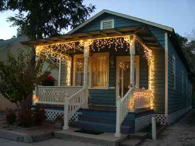 Pensacola:-Seville-Historic-District:-422-East-Government-Street_02.jpg:  christmas decorating, garland, victorian shotgun cottage