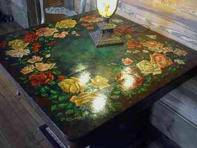 Pensacola:-Seville-Historic-District:-433-East-Zaragoza-Street_34.jpg:  roses, painted table, victorian house, tiffany lamp