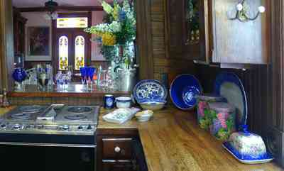 Pensacola:-Seville-Historic-District:-433-East-Zaragoza-Street_36.jpg:  victorian house, electric stove, blue willow ware, snapdragons, kitchen, stained glass window