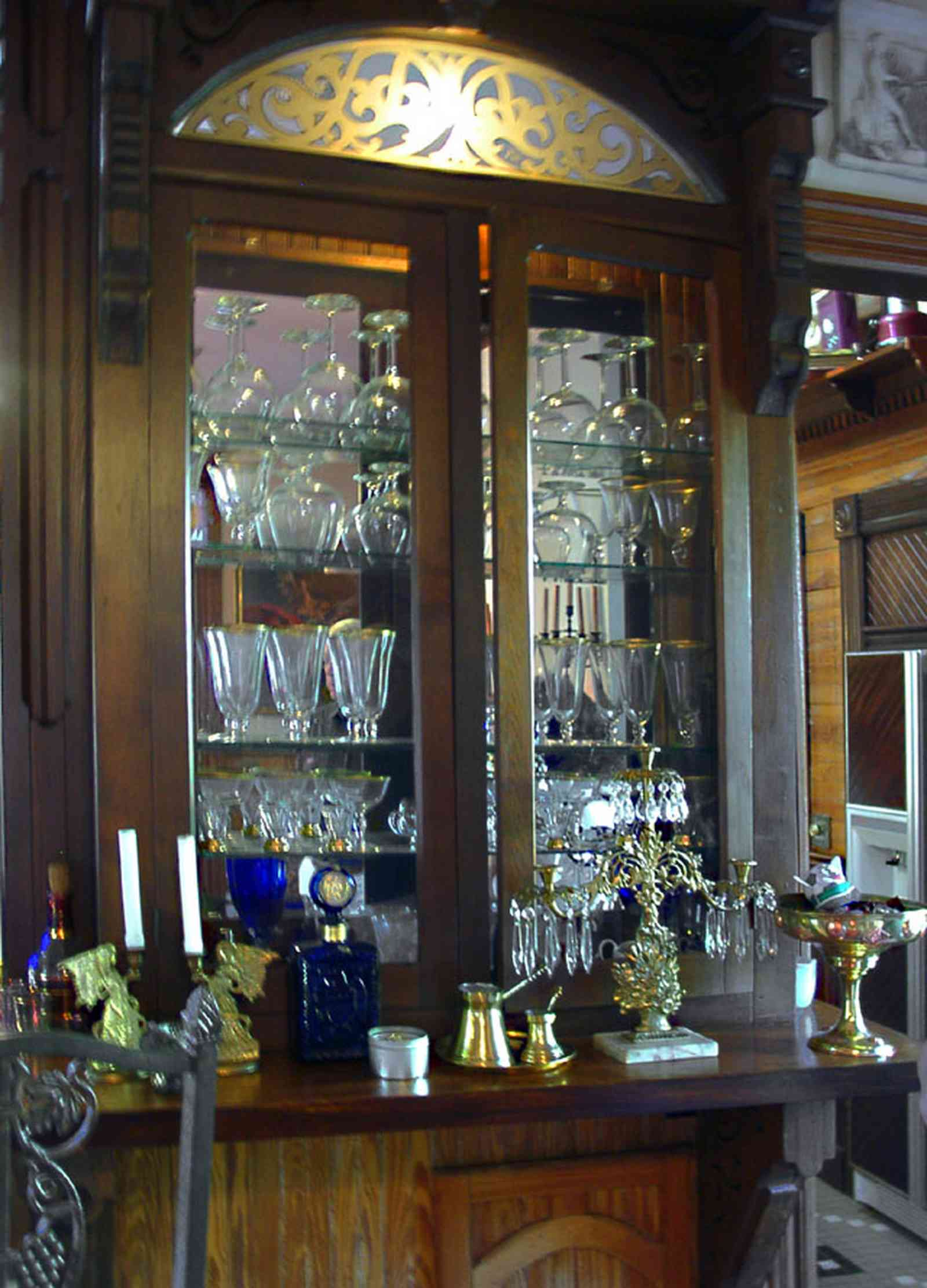 Pensacola:-Seville-Historic-District:-433-East-Zaragoza-Street_38.jpg:  china cabinet, bar, victorian home, four-square georgian cottage, kitchen, den