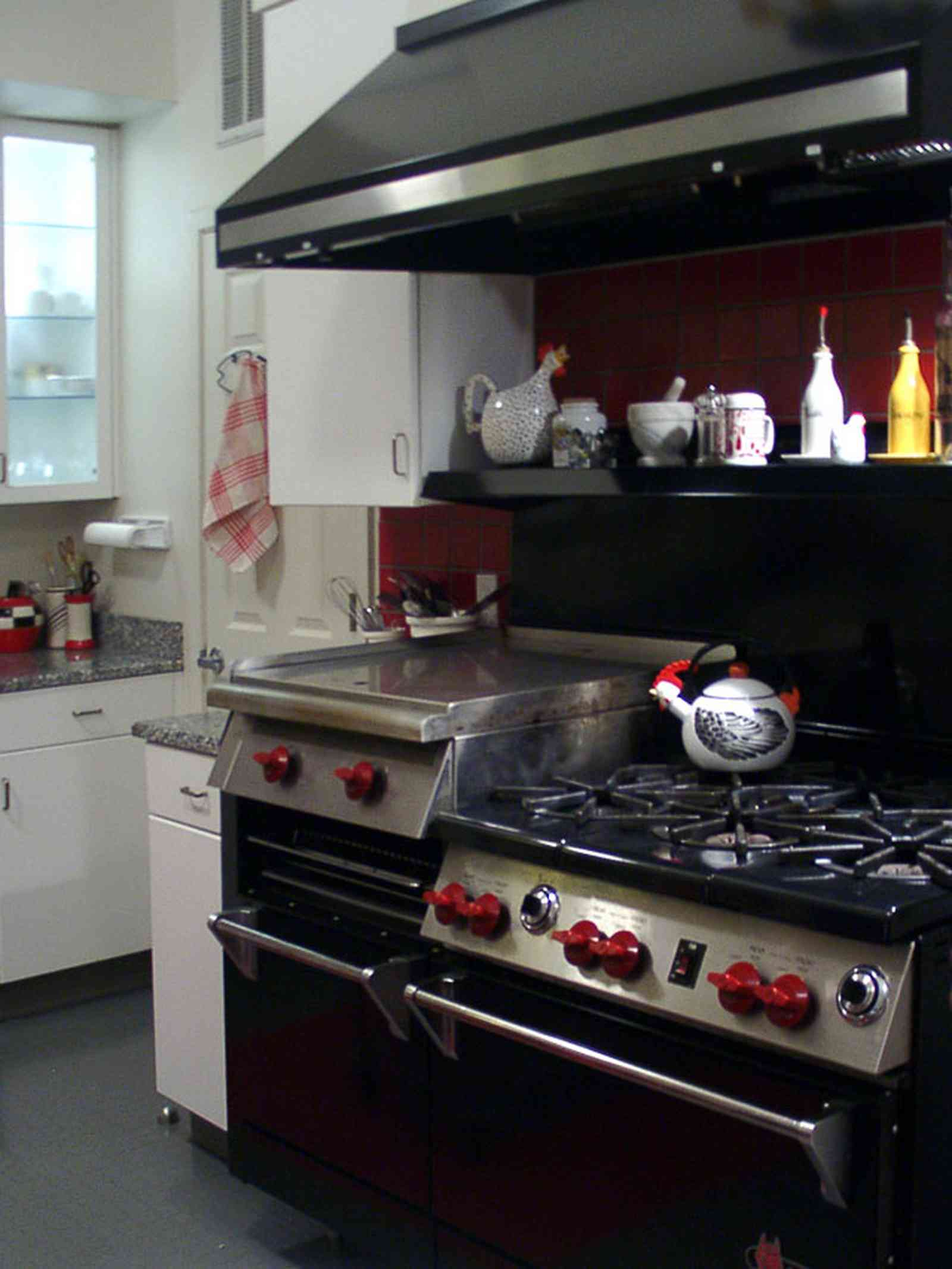 Pensacola:-Seville-Historic-District:-529-East-Government-Street_19.jpg:  restaurant stove, kitchen, convection oven