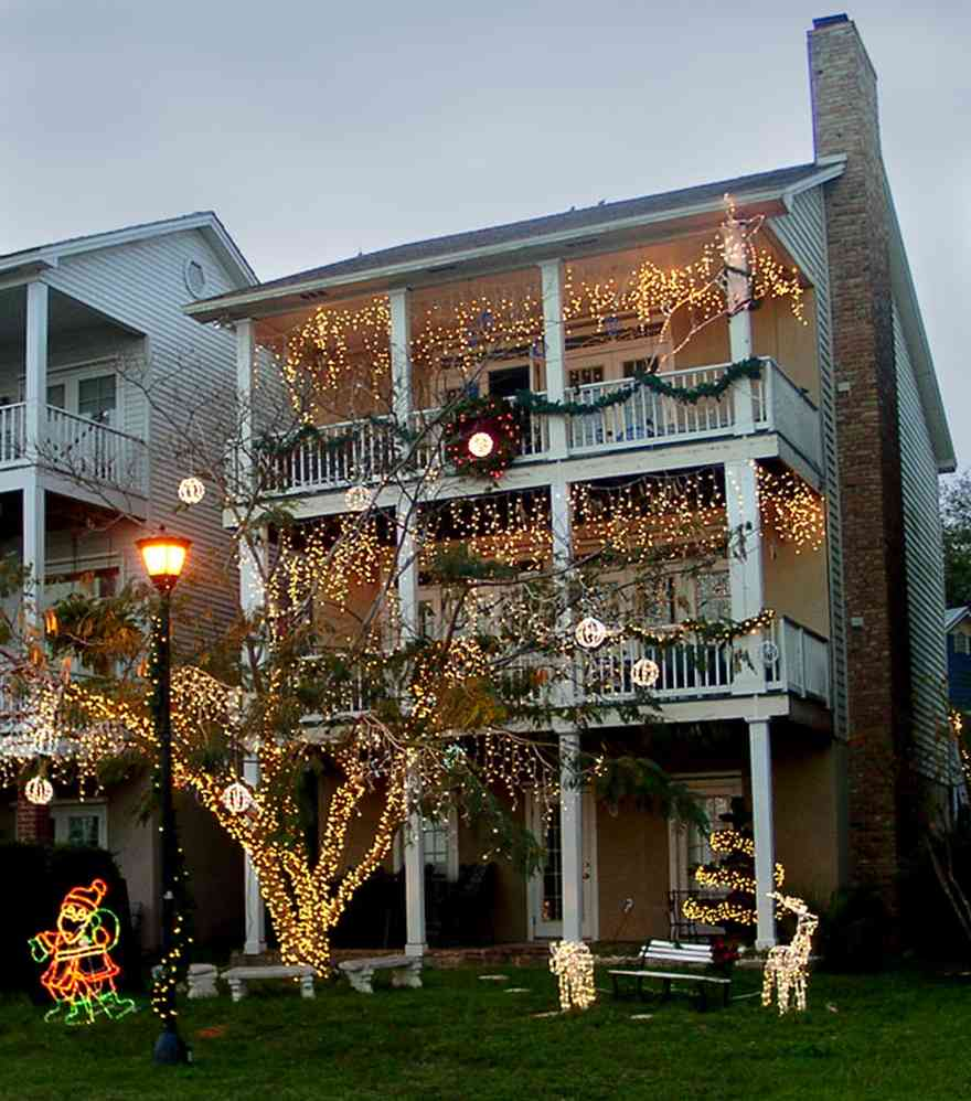 Pensacola:-Seville-Historic-District:-611-Crown-Cove_02.jpg:  christmas decorations, wreath, garland, deer, fountain,