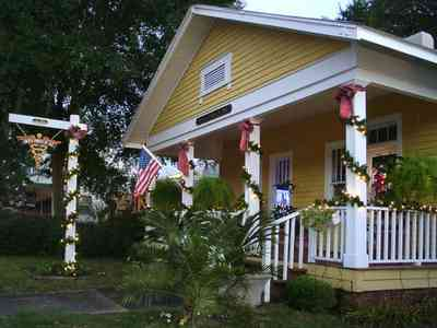 Pensacola:-Seville-Historic-District:-Louis-Fowler,-M.D._03.jpg:  christmas decorations, garland, wreaths, bows