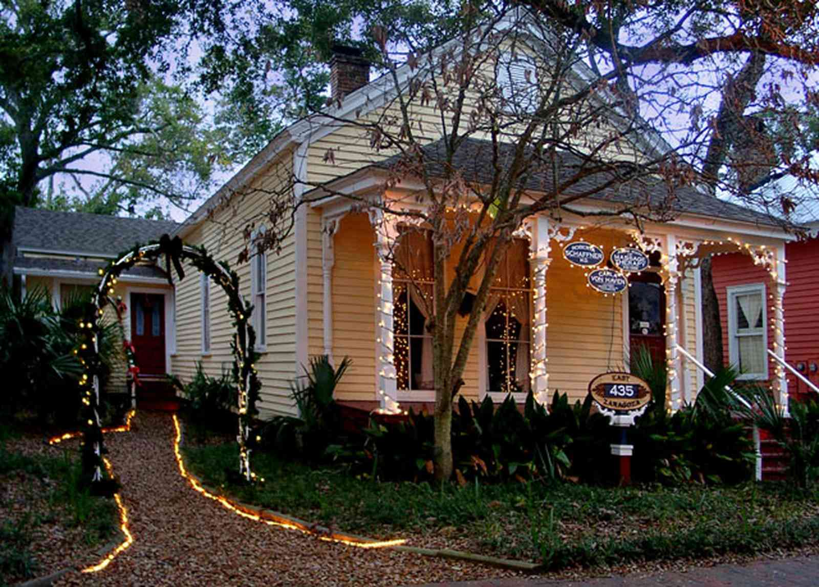 Pensacola:-Seville-Historic-District:-Roberta-Schaffner,-M.D._03.jpg:  christmas decorations, garland, wreath, archway, bows