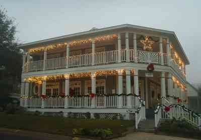 Pensacola:-Seville-Historic-District:-The-Marsh-House_02.jpg:  christmas decorations, garland, wreaths, porch, balustrade, star,
