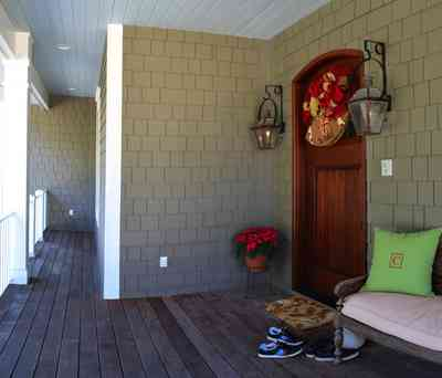 7+Beach+Dr-front+porch_01.jpg: