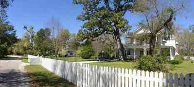 Bagdad:-Creary-Crawford-Walsh-House_02.jpg:  white picket fence, victorian house, magnolia tree