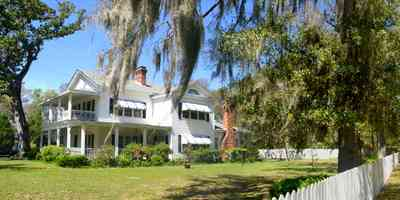 Bagdad:-Creary-Crawford-Walsh-House_03a.jpg:  picket fence, awnings, white house, porch