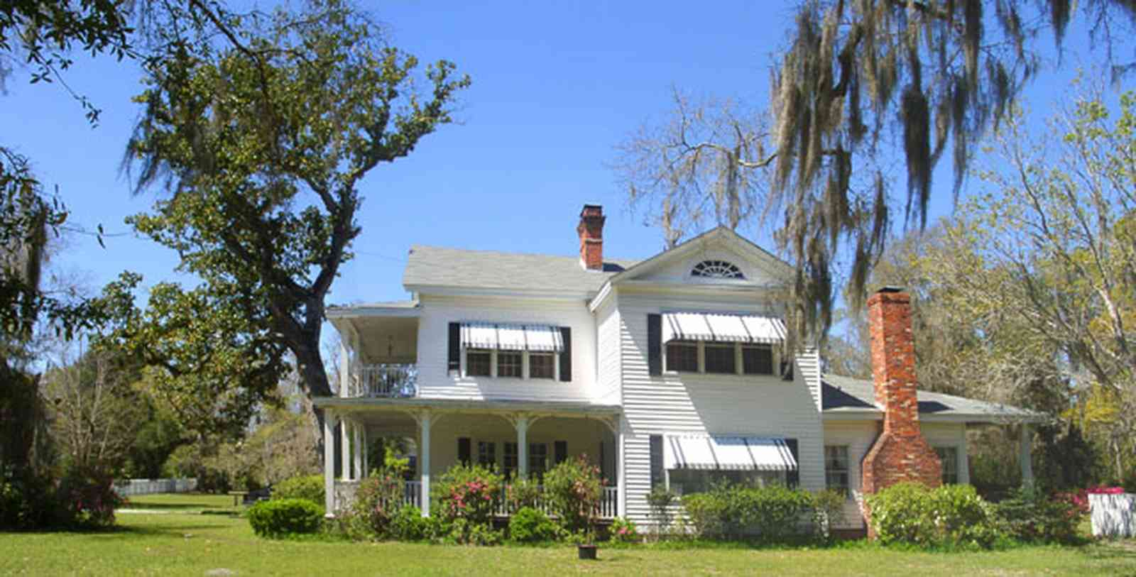 Bagdad:-Creary-Crawford-Walsh-House_03b.jpg:  victorian house, awnings, columns, magnolia tree
