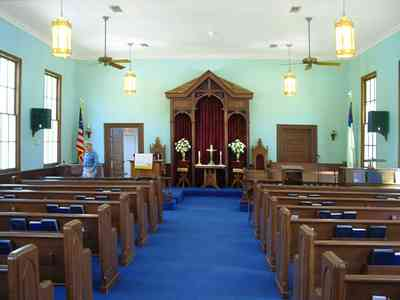 Bagdad:-Methodist-Church_05.jpg:  victorian church, altar, pew, pulpit, ,