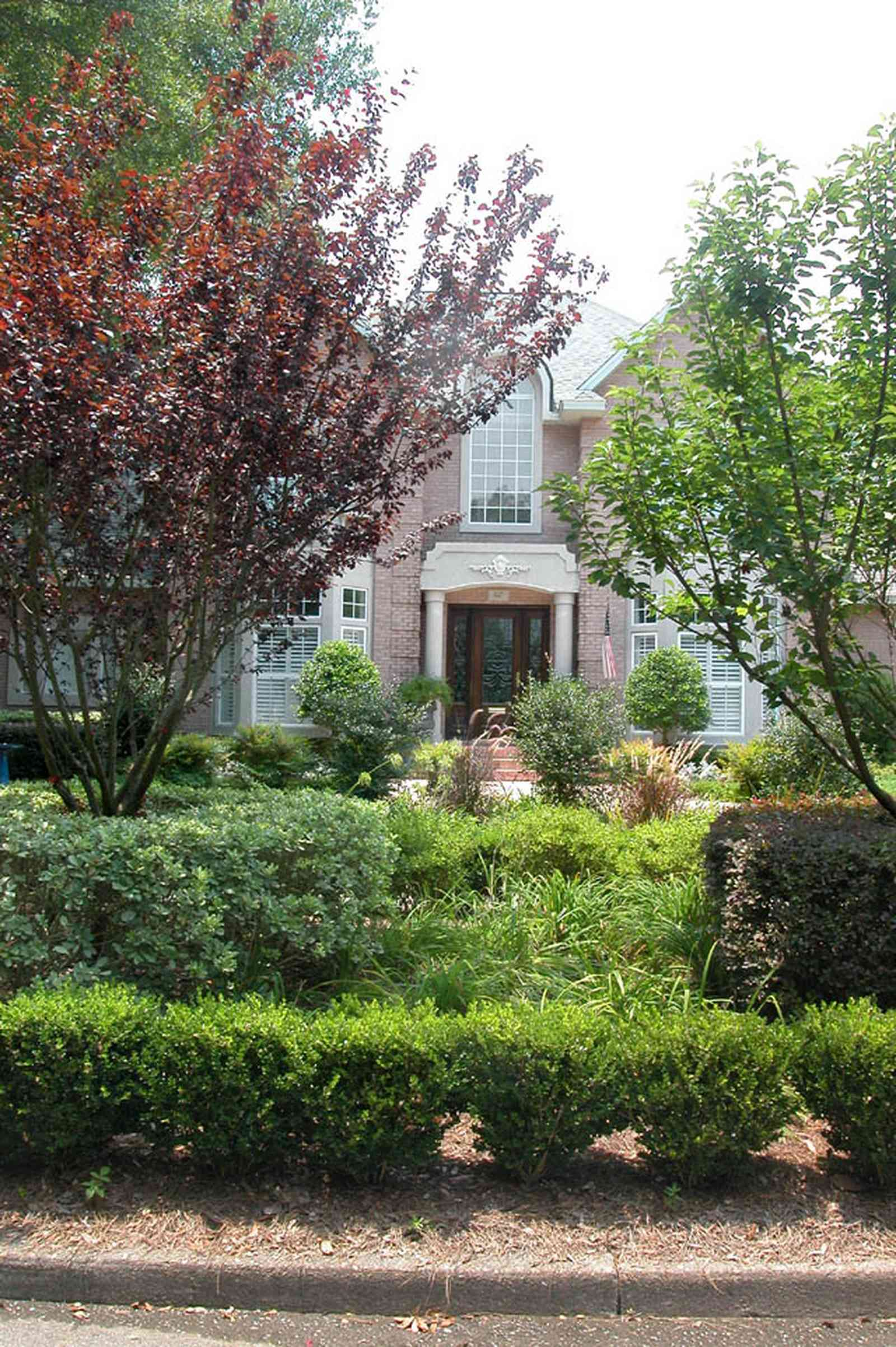 East-Hill:-617-19th-Avenue_03.jpg:  boxwood hedges, butterfly bush, italienate architecture, ferns, pediment, columns
