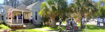 East-Hill:-Jackson-Hill-Antiques_tmaat24.jpg:  victorian cottage, antique shop, palm trees,
