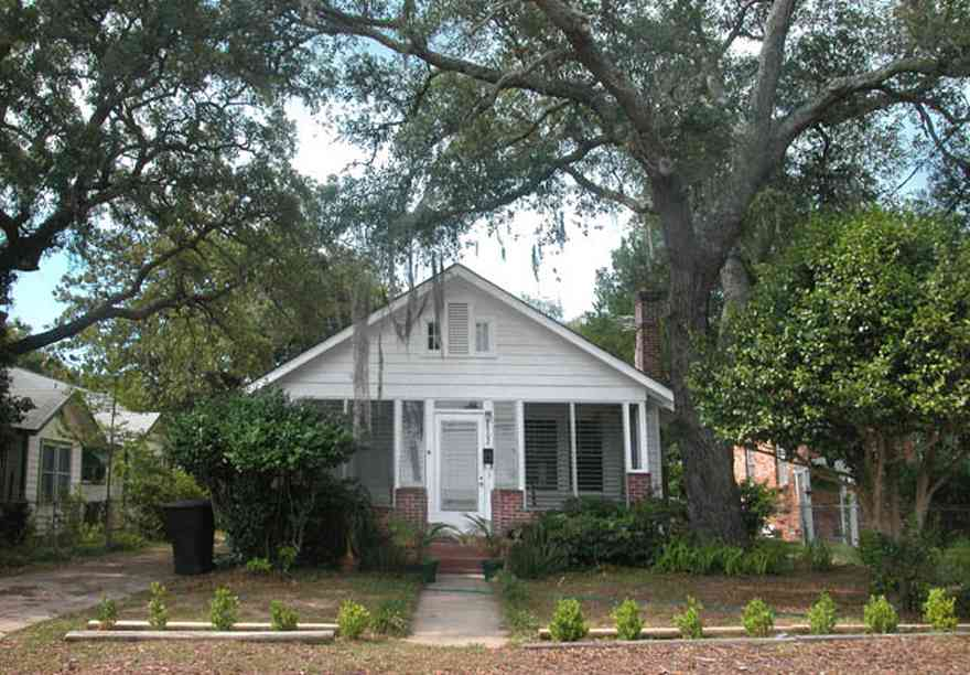East-Pensacola-Heights:-2900-Jackson-Street_03.jpg:  craftsman cottage, oak tree, spanish moss, chain link fence, front porch