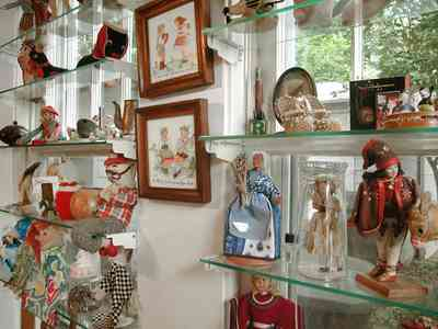 East-Pensacola-Heights:-600-Bayou-Blvd_19.jpg:  antique dolls, antique toys, glass shelves, family room, bungalow, craftsman cottage
