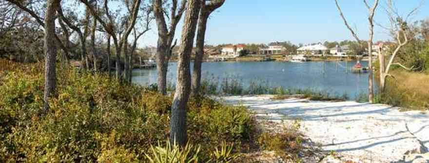 Gulf-Breeze:-Chanteclaire-Circle_02.jpg:  gulf breeze, lake, bay, water,