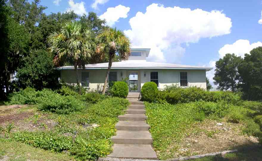 Gulf-Breeze:-Navy-Cove-House_01.jpg:  gulf coast, gulf breeze, modern house, palm tree,  cumulus cloud, dead mans island
