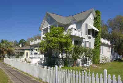Milton:-Historic-District:-104-Berryhill-Street_01.jpg:  white picket fence, folk victorian house