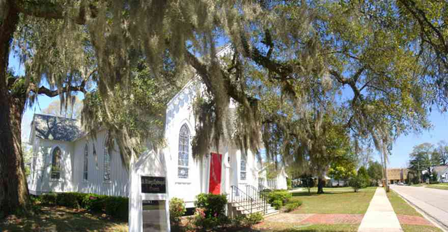 Milton:-Historic-District:-St.-Mary-Episcopal-Church_01.jpg:  spanish moss, oak tree, gothic style victorian architecture,