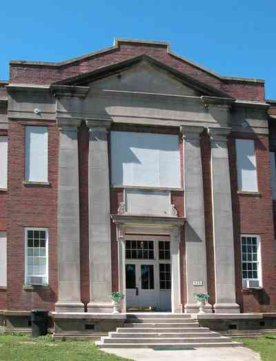 North-Hill:-Blount-School_02.jpg:  oak tree, brick building, school, high school, pediment, renaissance revival, columns, doric columns, steps