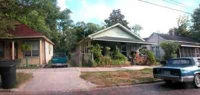 Old-East-Hill:-415-La-Rua-Street_02.jpg:  craftsman cottage, brick street, driveway, oak trees, front porch, chain link fence