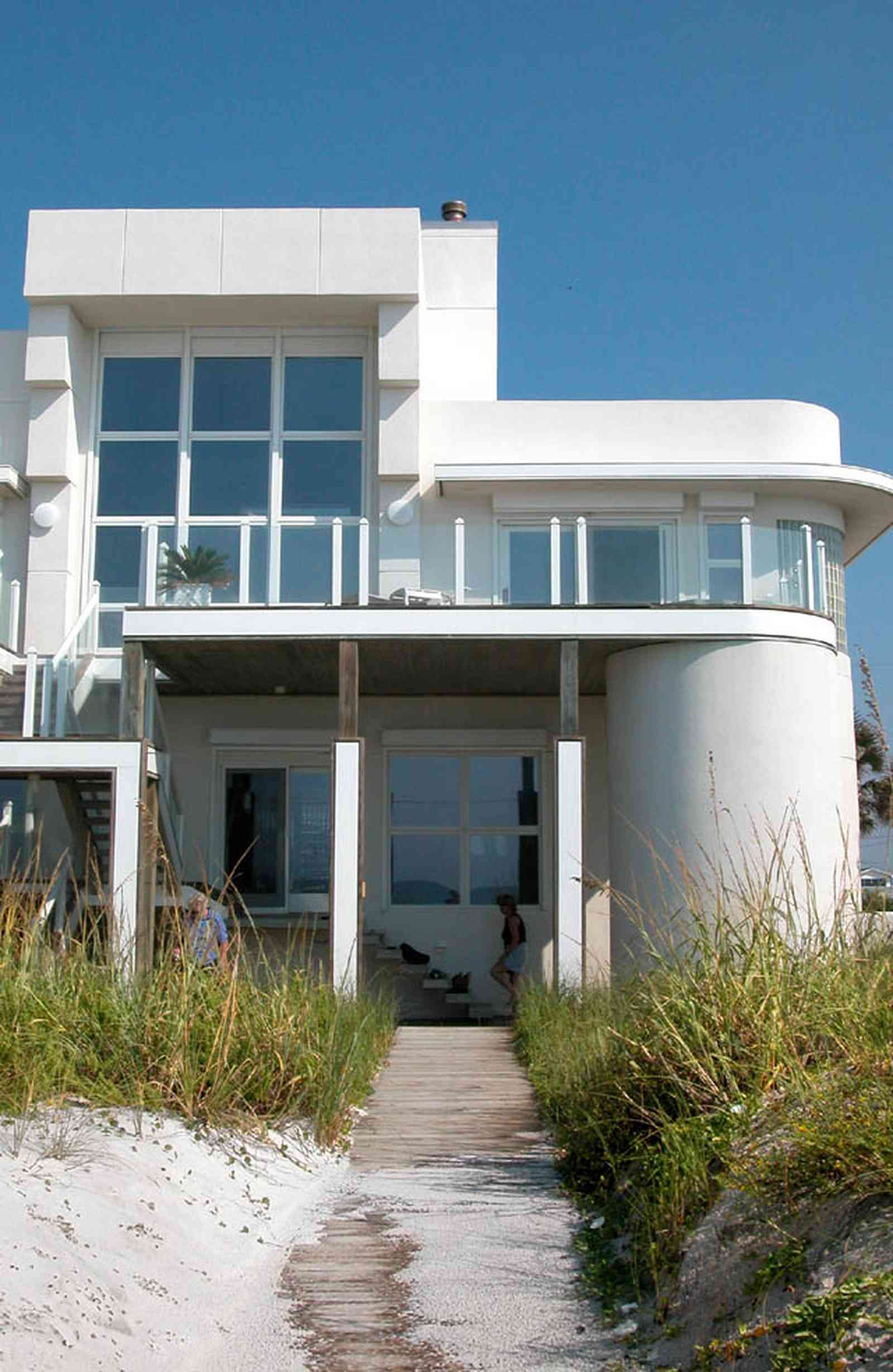 Pensacola-Beach:-Ariola-Drive-Art-Deco-House_03.jpg:  sand, crystal sand, white sand, sugar sand, sea oats, bauhaus architectural style, palm trees, dune restoration, beachfront property