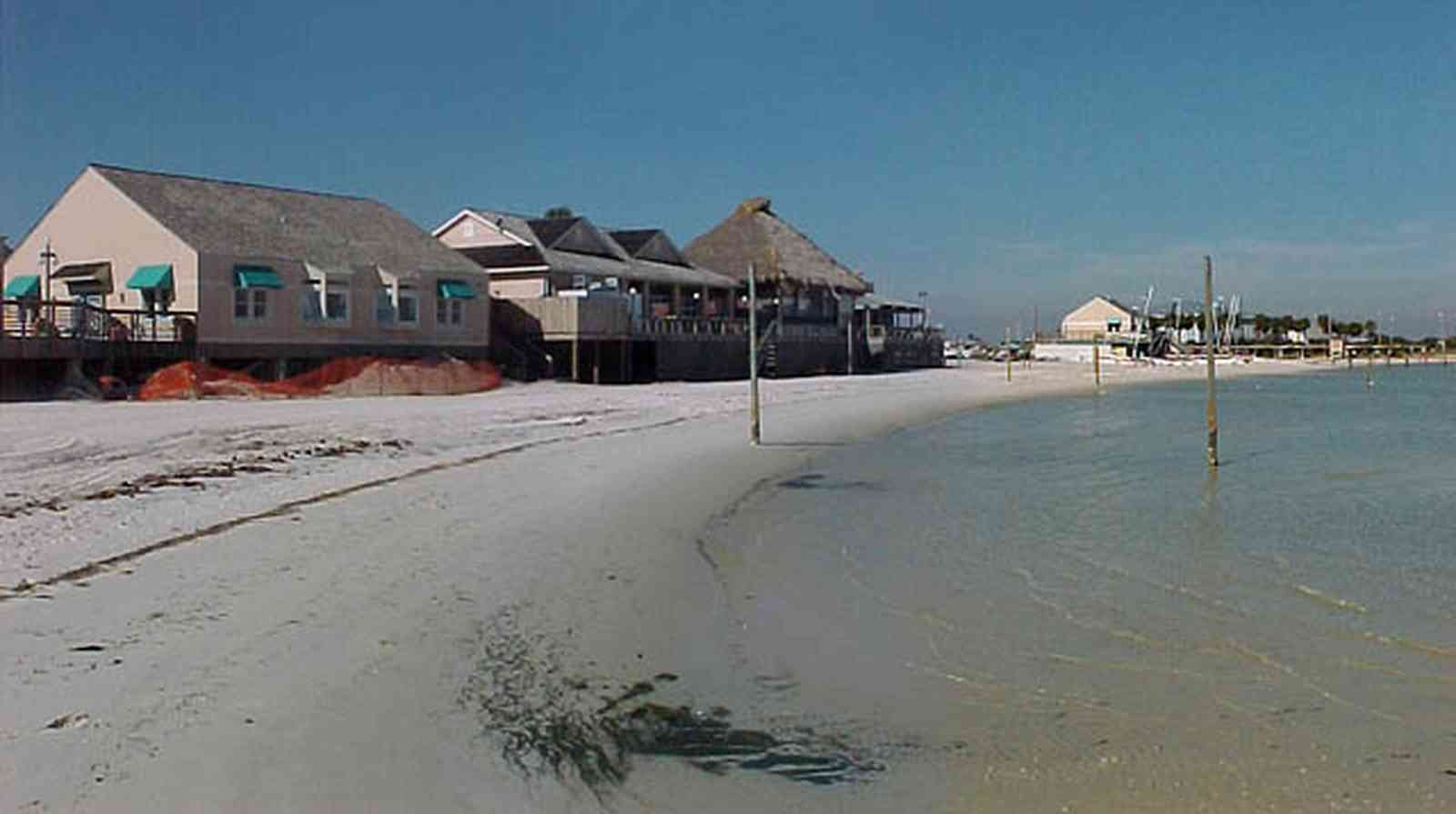 Pensacola-Beach:-Bamboo-Willies_05.jpg:  gulf of mexico, gulf coast, sound, quietwater beach, bar, restaurant, shallow water