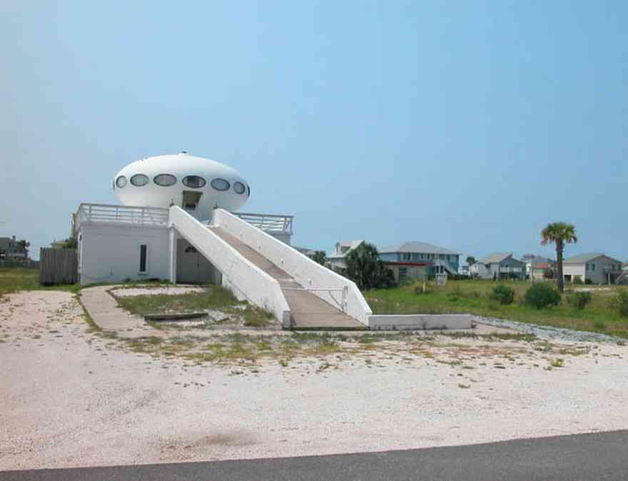 Pensacola-Beach:-Panferio-Road-Flying-Saucer-House_01.jpg:  flying saucer house, beachfront property, palm tree, cement block construction, 1950\