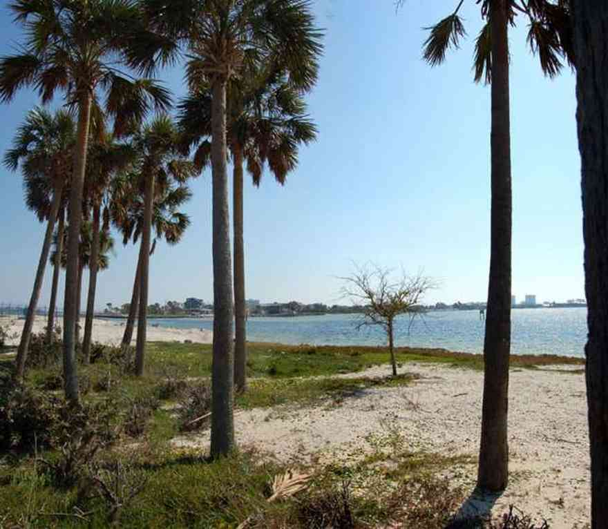 Pensacola-Beach:-Sabine-Bay_01.jpg:  beach, white sand, sabine, bay, lake, water, beach house