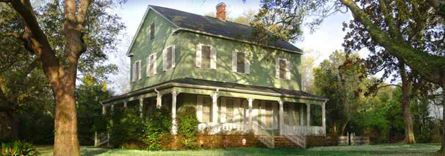 Pensacola:-East-Hill:-10th-Avenue-House_01.jpg:  colonial style, oak trees, front porch, ,